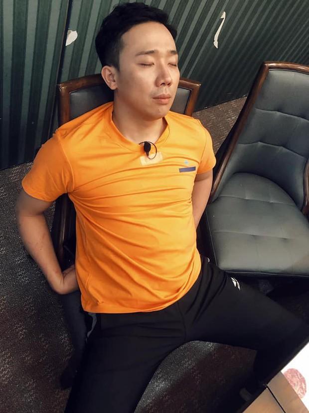 Không buông tha nhau giây phút nào, BB Trần và Ngô Kiến Huy quyết dìm dàn sao Running Man Việt ngay cả khi đang say giấc nồng - Ảnh 2.