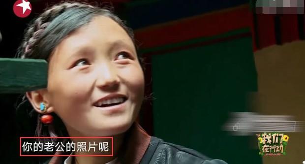 Ơn giời cuối cùng Angela Baby đã tự mình chứng minh vẫn sống hạnh phúc bên Huỳnh Hiểu Minh - Ảnh 2.