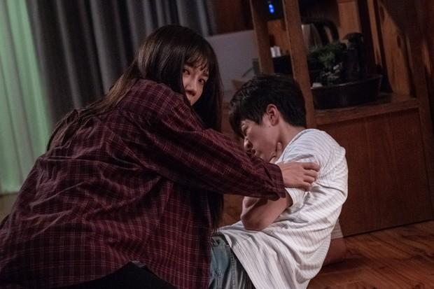 Liều lĩnh săn ma, Jung Eun Ji (Apink) gặp nạn trong phim mới 0.0MHz - Tần Số Chết - Ảnh 6.