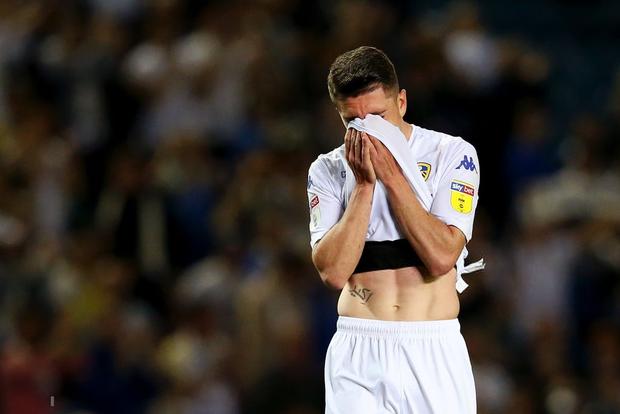 Những thiên thần áo trắng ôm nhau khóc nức nở sau khi đánh mất cơ hội tham dự trận cầu đắt giá nhất thế giới - Ảnh 6.