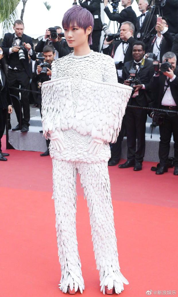 Thảm đỏ Cannes ngày 2: Thiên thần Victorias Secret suýt lộ hàng, Phạm Băng Băng Thái Lan xinh như tiên tử - Ảnh 38.