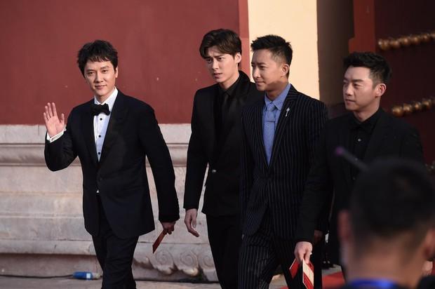 Sự kiện khủng Cbiz: Dương Mịch cạnh tranh nhan sắc khốc liệt với đàn em, Huỳnh Hiểu Minh gây bất ngờ với diện mạo cực trẻ  - Ảnh 13.