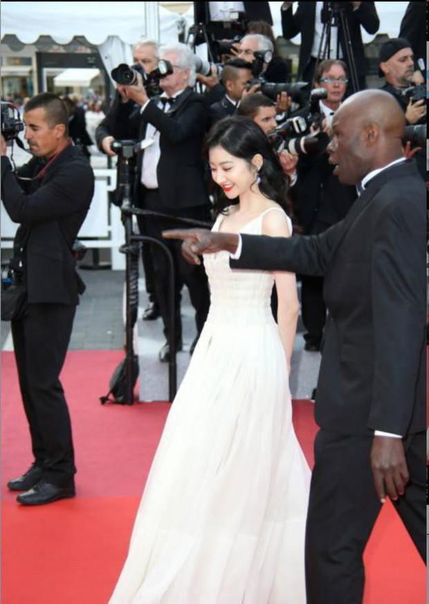 2 mỹ nhân bị đối xử một trời một vực tại Cannes: Cảnh Điềm bị xua đuổi phũ phàng, sao nữ này lại được chào đón - Ảnh 18.