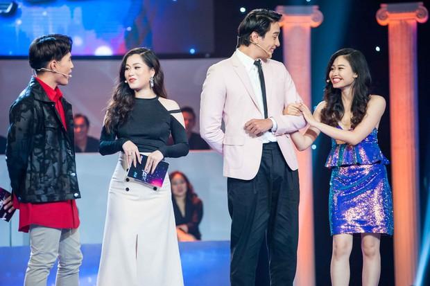 Cô gái làm náo loạn gameshow khi khoác tay Thuận Nguyễn, ôm Mai Tiến Dũng, kết thân với Hoàng Tôn - Ảnh 3.