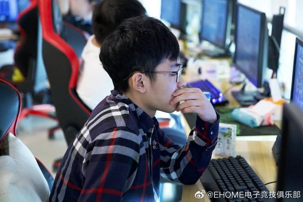 Choáng với quy chế luyện tập vô cùng khắc nghiệt của tuyển thủ Esports Trung Quốc: Một tháng có thể bị phạt 53 triệu VNĐ - Ảnh 1.