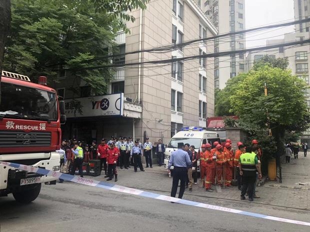 5 người chết, nhiều người bị thương trong tòa nhà đổ sập ở Thượng Hải - Ảnh 3.