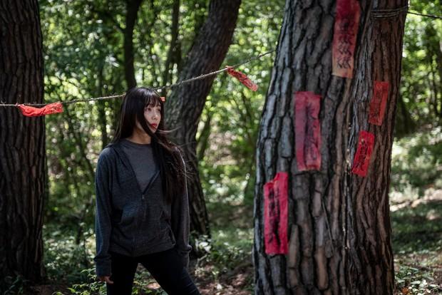 Liều lĩnh săn ma, Jung Eun Ji (Apink) gặp nạn trong phim mới 0.0MHz - Tần Số Chết - Ảnh 4.