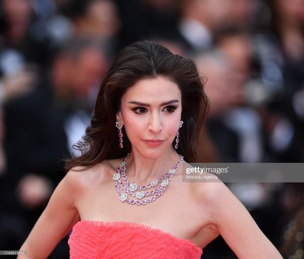 Ngày thứ 2 Cannes xuất hiện nữ thần nhan sắc chặt chém thảm đỏ, khiến Phạm Băng Băng Thái Lan chịu lép vế - Ảnh 4.