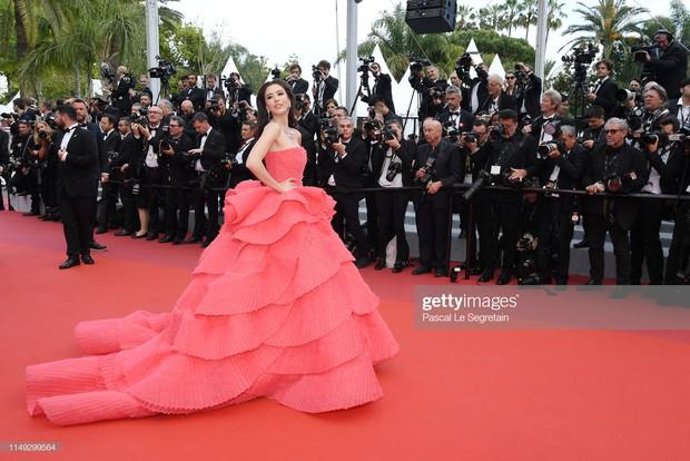 Thảm đỏ Cannes ngày 2: Thiên thần Victorias Secret suýt lộ hàng, Phạm Băng Băng Thái Lan xinh như tiên tử - Ảnh 20.