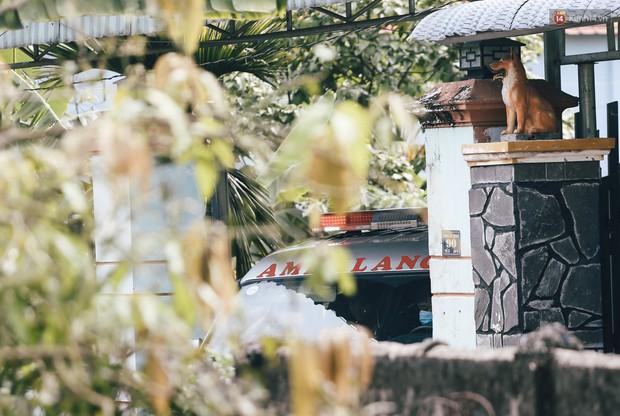 Mùi hôi nồng nặc bên trong căn nhà nơi phát hiện 2 khối bê tông chứa thi thể người ở Bình Dương - Ảnh 6.
