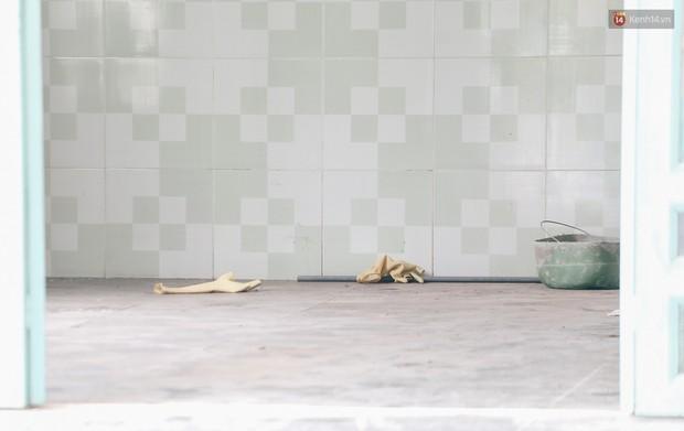 Mùi hôi nồng nặc bên trong căn nhà nơi phát hiện 2 khối bê tông chứa thi thể người ở Bình Dương - Ảnh 11.