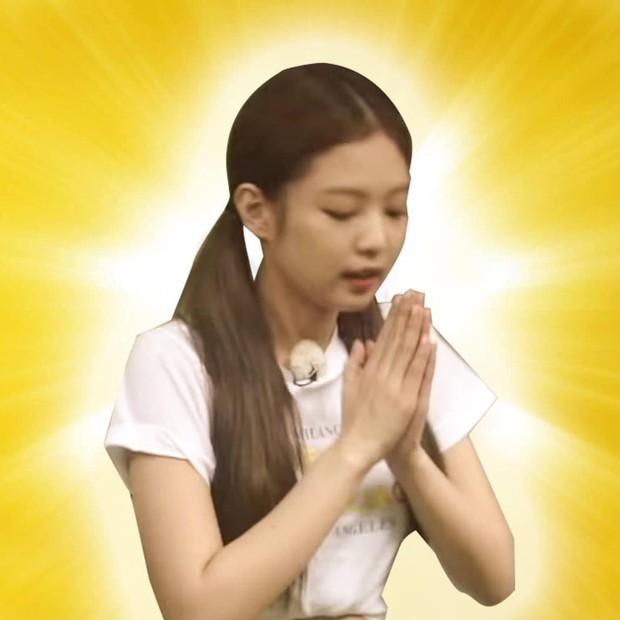 Có nữ idol nào như Jennie: Chẳng thèm giữ gìn hình tượng, toàn đăng ảnh tạo dáng khó hiểu tặng meme cho fan chế - Ảnh 15.