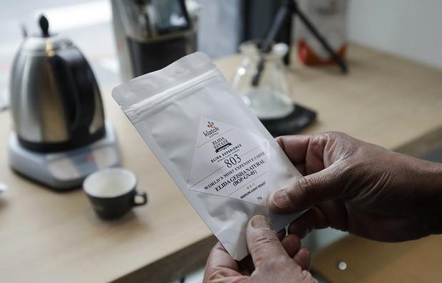 Soi tách cà phê đắt nhất thế giới giá 1,7 triệu đồng - Ảnh 2.