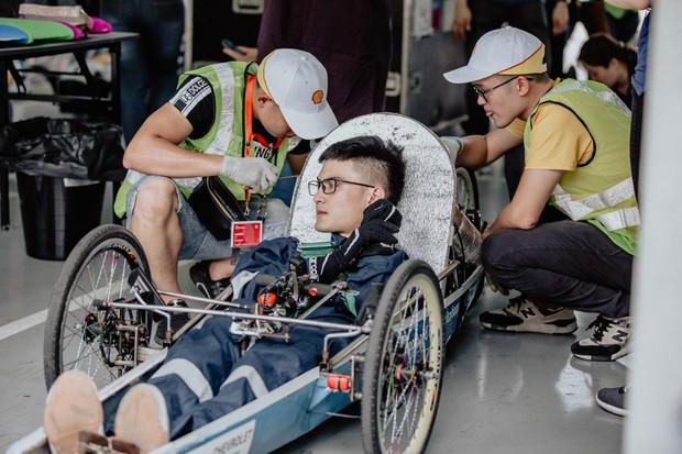 Những khoảnh khắc căng thẳng và vỡ òa trong chiến thắng của sinh viên Việt Nam tại Shell Eco-marathon 2019 - Ảnh 3.