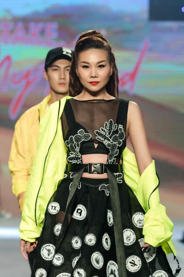 Dàn sao Việt đình đám quy tụ trong fashion show hoành tráng do Thanh Hằng làm vedette - Ảnh 17.