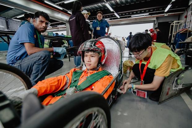 Những khoảnh khắc căng thẳng và vỡ òa trong chiến thắng của sinh viên Việt Nam tại Shell Eco-marathon 2019 - Ảnh 4.