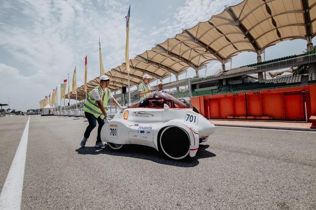 Những khoảnh khắc căng thẳng và vỡ òa trong chiến thắng của sinh viên Việt Nam tại Shell Eco-marathon 2019 - Ảnh 6.