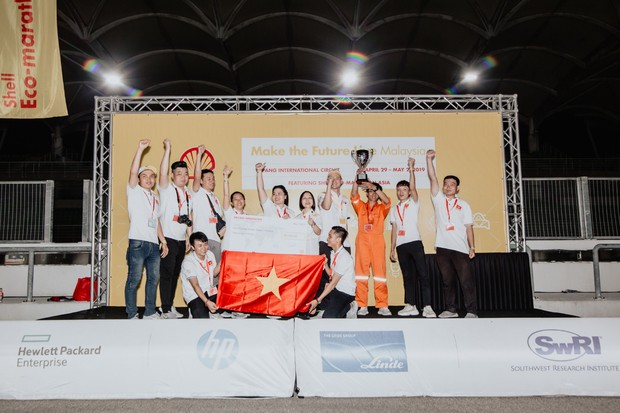 Những khoảnh khắc căng thẳng và vỡ òa trong chiến thắng của sinh viên Việt Nam tại Shell Eco-marathon 2019 - Ảnh 9.