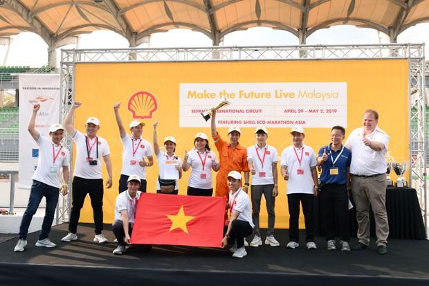 Những khoảnh khắc căng thẳng và vỡ òa trong chiến thắng của sinh viên Việt Nam tại Shell Eco-marathon 2019 - Ảnh 12.