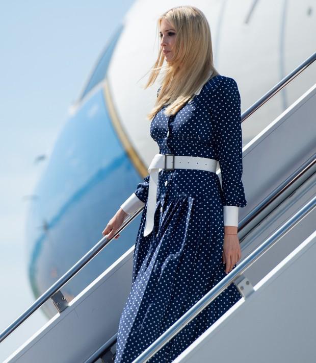Lần diện đồ cũ này của Công nương Kate quá đặc biệt: Đụng hàng với ái nữ Tổng thống Trump và giống đến 80% váy của mẹ chồng - Ảnh 6.