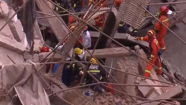 5 người chết, nhiều người bị thương trong tòa nhà đổ sập ở Thượng Hải - Ảnh 5.