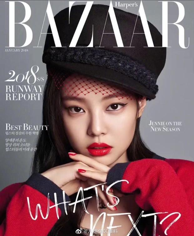 Cùng lên bìa tạp chí thời trang danh tiếng: Jennie, Lisa hay Jisoo mới là người lấn át về thần thái và phong cách? - Ảnh 3.