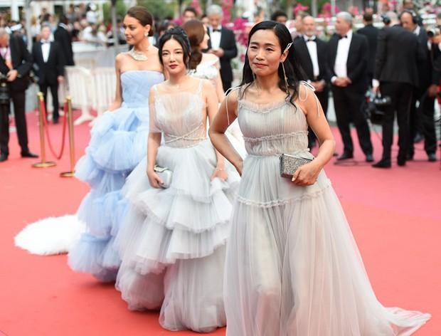 """Loạt sao Hoa Ngữ từng chặt chém đối thủ tại Cannes: Phạm Băng Băng chuẩn tắc kè hoa, Dương Mịch thích giơ """"ngón tay thối"""" đấy thì sao nào! - Ảnh 1."""