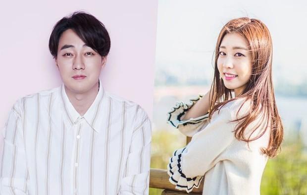 Lợi hại như Dispatch: Khui được ảnh hẹn hò của tài tử So Ji Sub với nữ thần phát thanh viên kém 17 tuổi đài SBS - Ảnh 10.