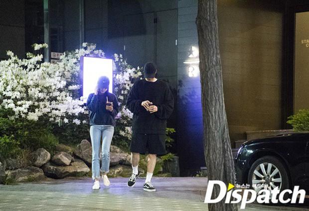 Lợi hại như Dispatch: Khui được ảnh hẹn hò của tài tử So Ji Sub với nữ thần phát thanh viên kém 17 tuổi đài SBS - Ảnh 6.