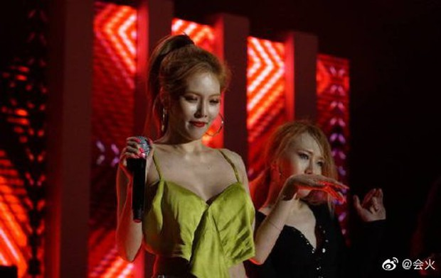 Khoảnh khắc suýt lộ cả vòng 1 của HyunA gây bão toàn châu Á và đây là phản ứng bất ngờ của netizen - Ảnh 3.