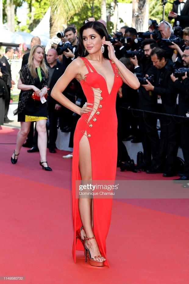 Thảm đỏ Cannes ngày 3: HLV The Face Thái Lan bất ngờ vùng lên chặt chém Bella Hadid cùng dàn mỹ nhân váy xẻ - Ảnh 22.