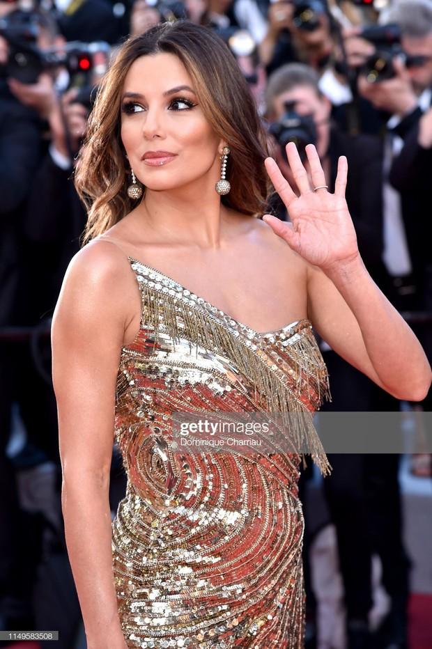 Thảm đỏ Cannes ngày 3: HLV The Face Thái Lan bất ngờ vùng lên chặt chém Bella Hadid cùng dàn mỹ nhân váy xẻ - Ảnh 8.