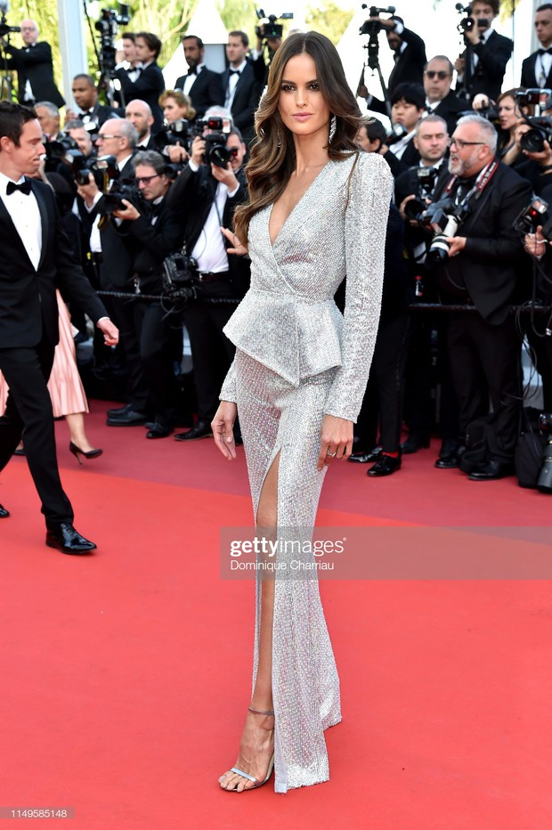 Thảm đỏ Cannes ngày 3: HLV The Face Thái Lan bất ngờ vùng lên chặt chém Bella Hadid cùng dàn mỹ nhân váy xẻ - Ảnh 6.