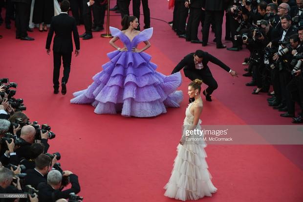 Hình ảnh thú vị: Đụng độ tại thảm đỏ Cannes, Chị đại showbiz Thái được chăm sóc nhiệt tình, lấn át cả Bella Hadid - Ảnh 1.