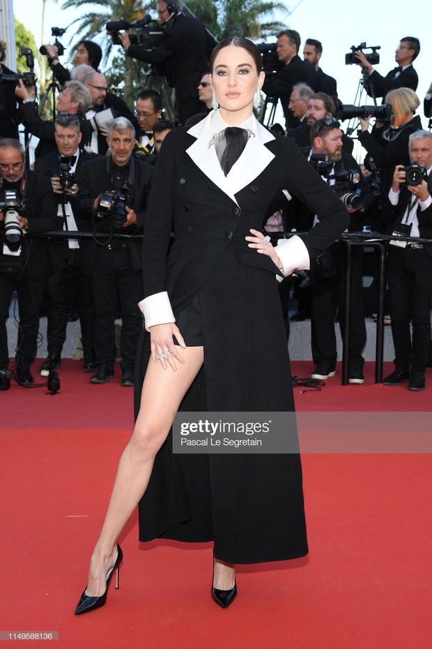 Thảm đỏ Cannes ngày 3: HLV The Face Thái Lan bất ngờ vùng lên chặt chém Bella Hadid cùng dàn mỹ nhân váy xẻ - Ảnh 36.