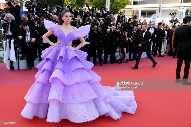 Hình ảnh thú vị: Đụng độ tại thảm đỏ Cannes, Chị đại showbiz Thái được chăm sóc nhiệt tình, lấn át cả Bella Hadid - Ảnh 4.