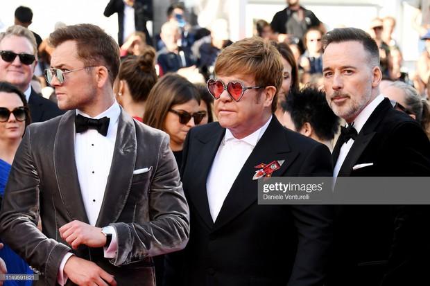 Thảm đỏ Cannes ngày 3: HLV The Face Thái Lan bất ngờ vùng lên chặt chém Bella Hadid cùng dàn mỹ nhân váy xẻ - Ảnh 34.