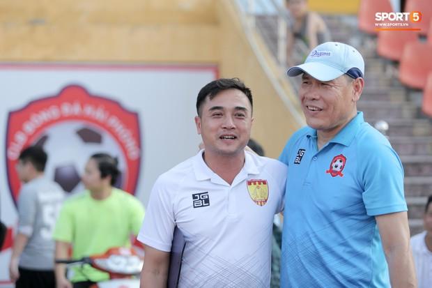 Thuyền trưởng CLB Thanh Hoá bị học trò trêu chọc vì có cách hạ nhiệt siêu dị - Ảnh 3.