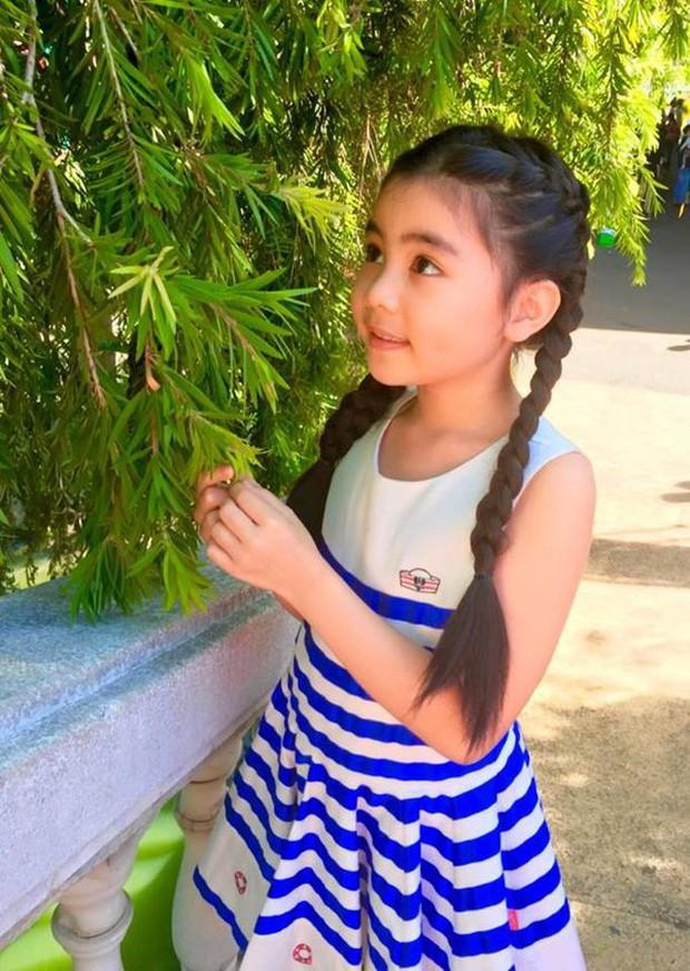 2 cô con gái nhà Quyền Linh: Cô chị được ví như Trương Bá Chi, cô em gây ấn tượng nhờ đặc điểm ăn tiền này - Ảnh 4.