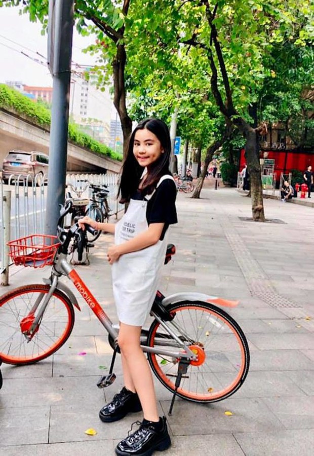2 cô con gái nhà Quyền Linh: Cô chị được ví như Trương Bá Chi, cô em gây ấn tượng nhờ đặc điểm ăn tiền này - Ảnh 6.