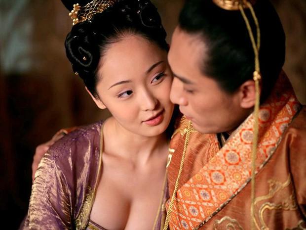 9 phim châu Á có cảnh nóng chưa đủ tuổi gây tranh cãi: Lưu Diệc Phi mới 16 tuổi, sao nhí Kim So Hyun chỉ vừa 13 - Ảnh 16.