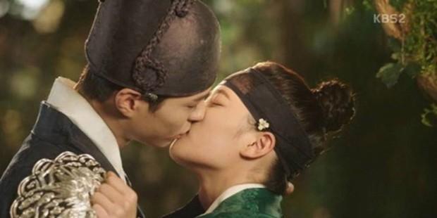 9 phim châu Á có cảnh nóng chưa đủ tuổi gây tranh cãi: Lưu Diệc Phi mới 16 tuổi, sao nhí Kim So Hyun chỉ vừa 13 - Ảnh 22.