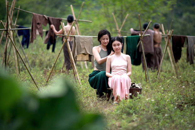 Gây tranh cãi vì cảnh nóng của diễn viên chưa đủ tuổi, báo chí nước ngoài nhận xét gì về Vợ Ba? - Ảnh 5.