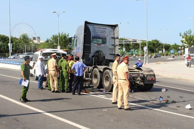 Bị xe container cuốn vào gầm, nam công nhân tử vong thương tâm - Ảnh 2.