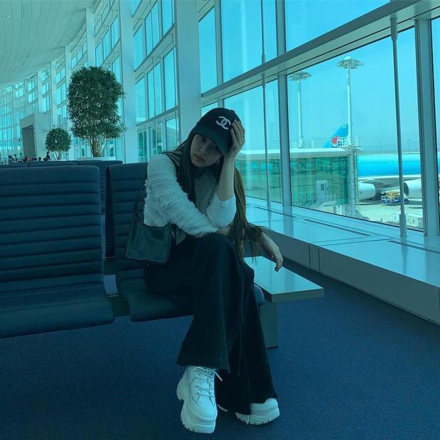 Fan đừng đi nước ngoài như BLACKPINK: Người đăng ảnh tối đen như mực, người chụp hết cái sân bay rồi mất tăm… - Ảnh 9.