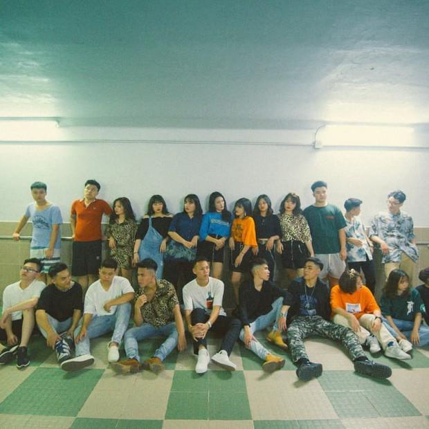 Bộ kỷ yếu style HongKong1 kết hợp màu ảnh film chất như bìa tạp chí khiến dân tình chỉ biết ấn like - Ảnh 1.