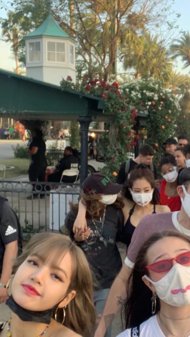 Fan đừng đi nước ngoài như BLACKPINK: Người đăng ảnh tối đen như mực, người chụp hết cái sân bay rồi mất tăm… - Ảnh 16.