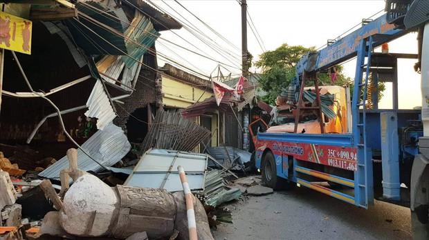Nam Định: Xe container mất lái tông vào 4 nhà dân - Ảnh 2.