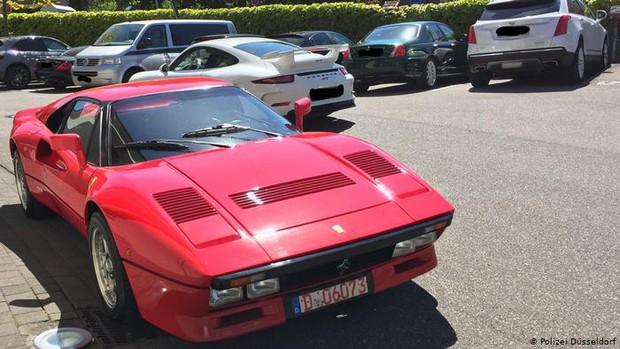 Giả khách sộp lái thử siêu xe Ferrari rồi biến mất không dấu vết - Ảnh 1.