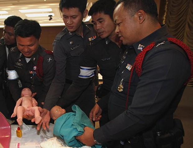 Thái Lan: Cảnh sát dẹp đường cho thai phụ chuyển dạ đi đẻ - Ảnh 11.